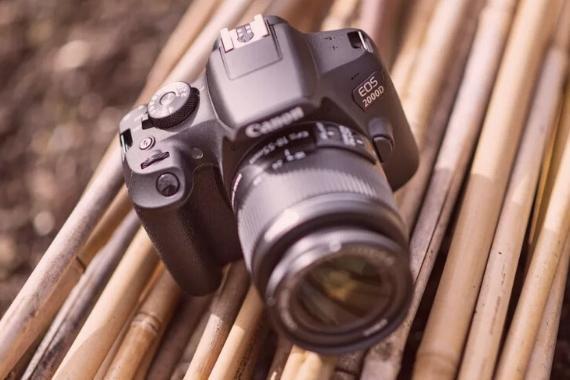camara reflex canon 2000d